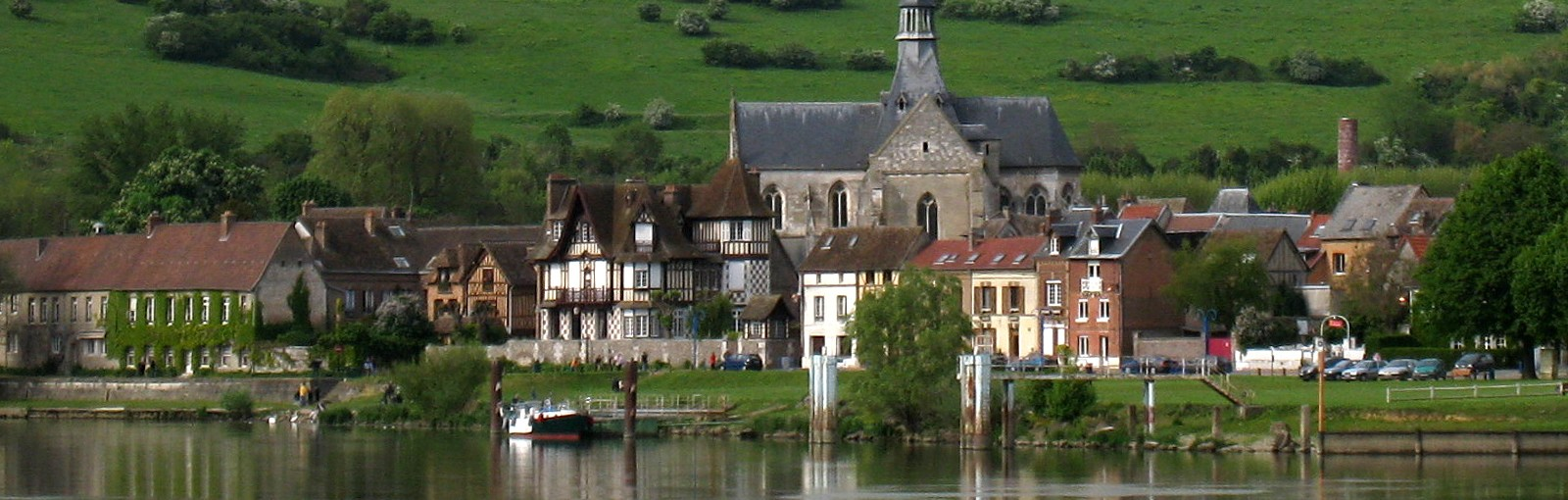 Ville au long de la Seine