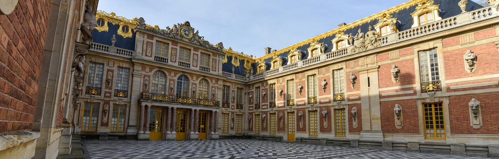Versailles - La Cour de Marbre